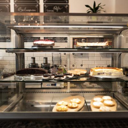 Kuchen und Snacktheke im Reeham Café Berlin