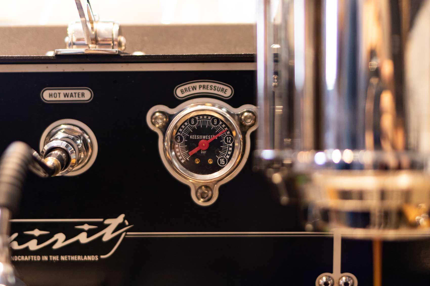 Druckpegel einer Siebträger Maschine