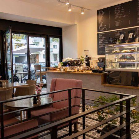 Reeham Café Interior mit Theke