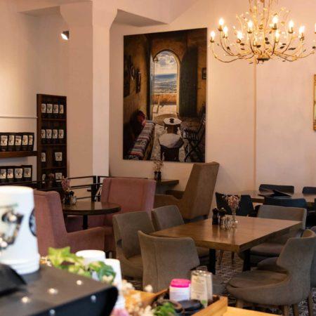 Reeham Café Interior mit Porträt