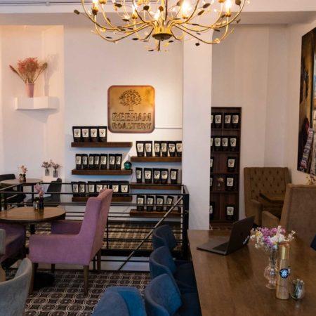 Reeham Café Interior mit Verkaufsecke der Reeham Roastery