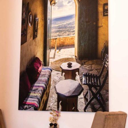 Reeham Café Sitzplatz mit großem Urlaubscanvas